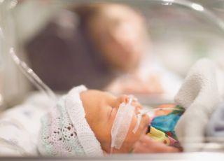 Wcześniak, wcześniak w inkubatorze, inkubator