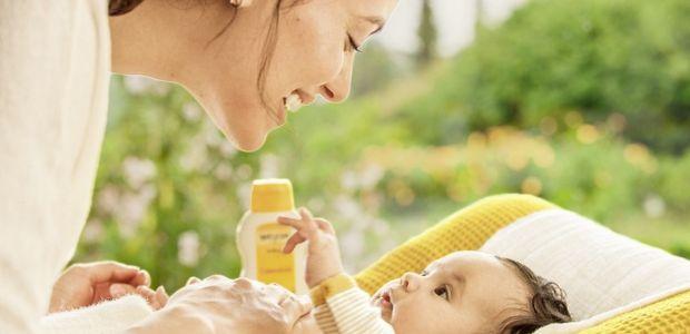 Weleda mama pielęgnuje skórę dziecka