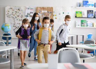 WHO: maseczki w szkołach, biurach i na siłowniach