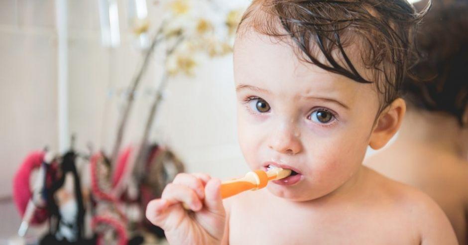 Większość rodziców w Polsce nie wie, jak dbać o zęby mleczne dziecka