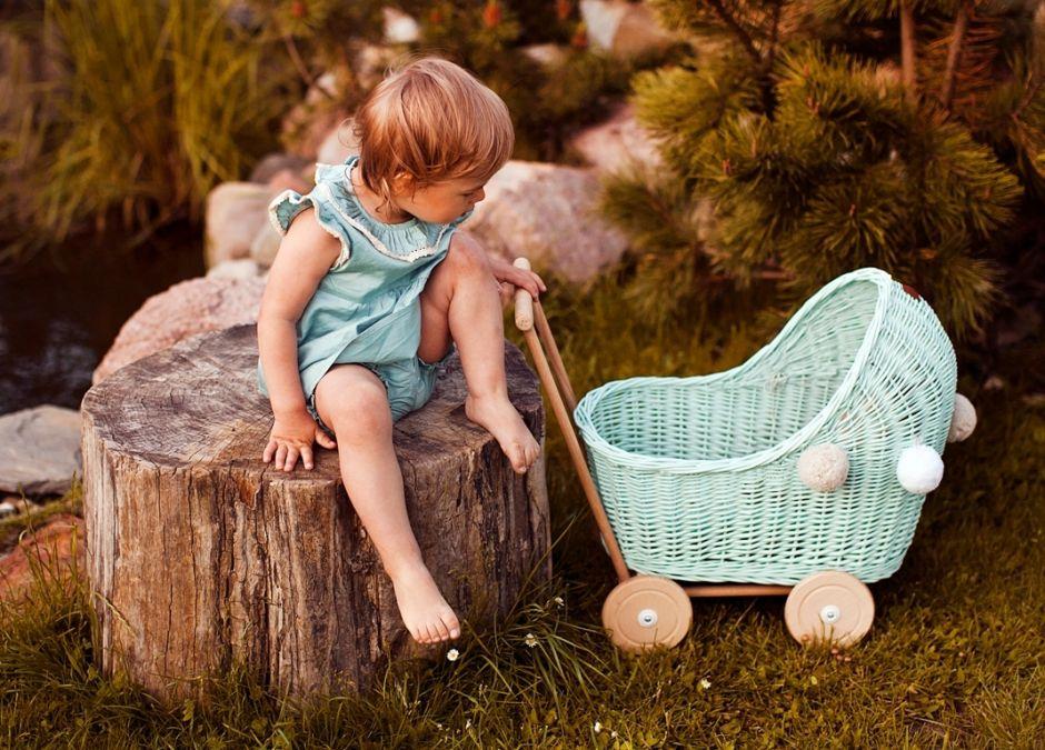 wiklinowy wózek dla lalki w kolorze miętowym lilu.jpg