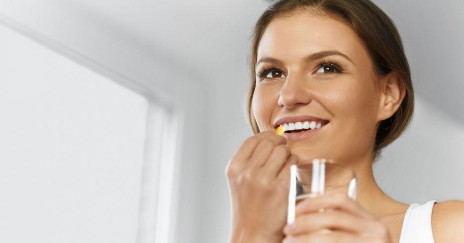 witamina D na lepszą płodność, kobieta, tabletka