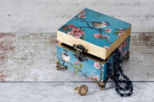 własnoręczne upominki dla babci i dziadka szkatułka decoupage
