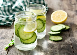 woda z ogórkiem i cytryną