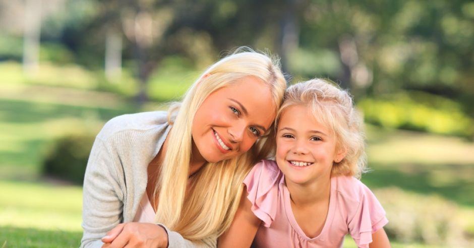 wychowanie dzieci, mama i córka