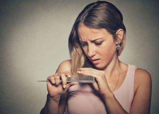 Tracisz włosy? Są na to sposoby: preparaty na wypadanie włosów