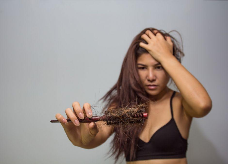 wypadanie włosów w ciąży. Przyczyny, leczenie