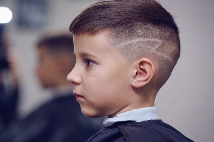 wzorki na głowie fryzura dla chłopca