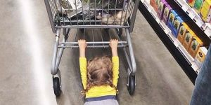 z dzieckiem na zakupach