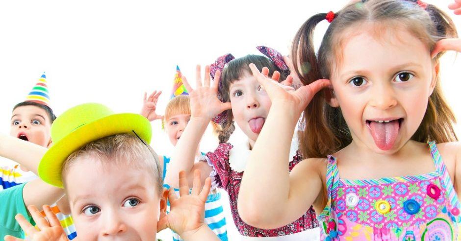zabawa dzieci, radość, emocje,