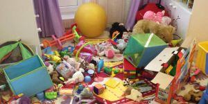 Zabawki, bałagan, sprzątanie, wychowanie, przedszkolak
