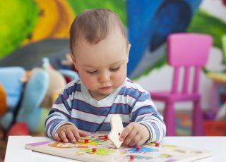 Najfajniejsze zabawki edukacyjne dla rocznego dziecka [Przegląd]