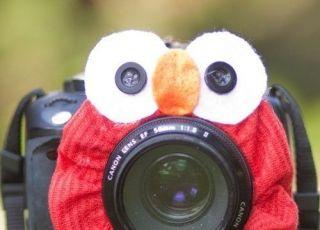 Zabawna nakładka na obiektyw sprawia, że dziecko patrzy w strone aparatu