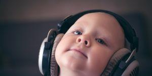 zabawy na rozwój zmysłu słuchu u dziecka