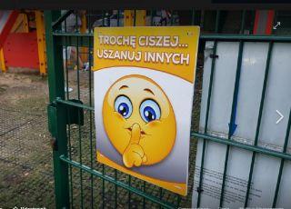 zakaz hałasowania na placu zabaw