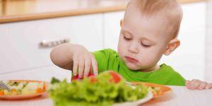 zakrztuszenie, zadławienie metoda BLW, karmienie dziecka, dziecko je samo, pierwsza pomoc