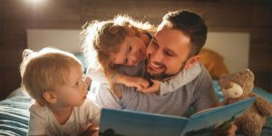 Zalety czytania dziecku książek papierowych