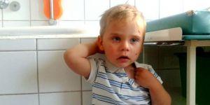 Zaniedbany chłopiec porzucony przez matkę w Grudziądzu