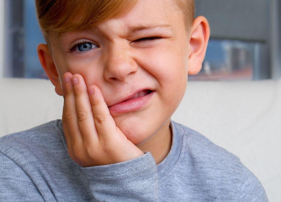 Zapalenie dziąseł u dziecka: objawy, przyczyny, jak leczyć?