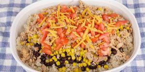 Zapiekanka z ryżu, kurczaka i kukurydzy