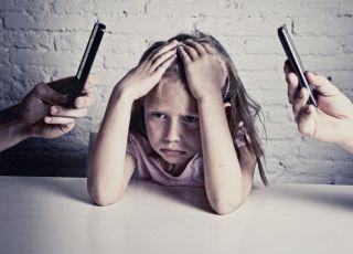 Zbyt częste korzystanie z telefonu zabiera cenne chwile z dzieckiem