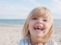 zęby mleczne, mleczaki, dziewczynka