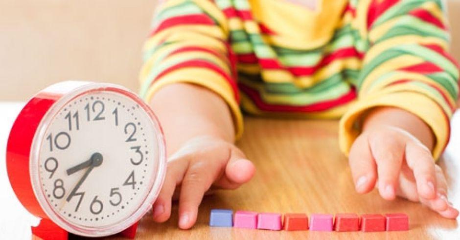 zegar, czas, dziecko, dłonie