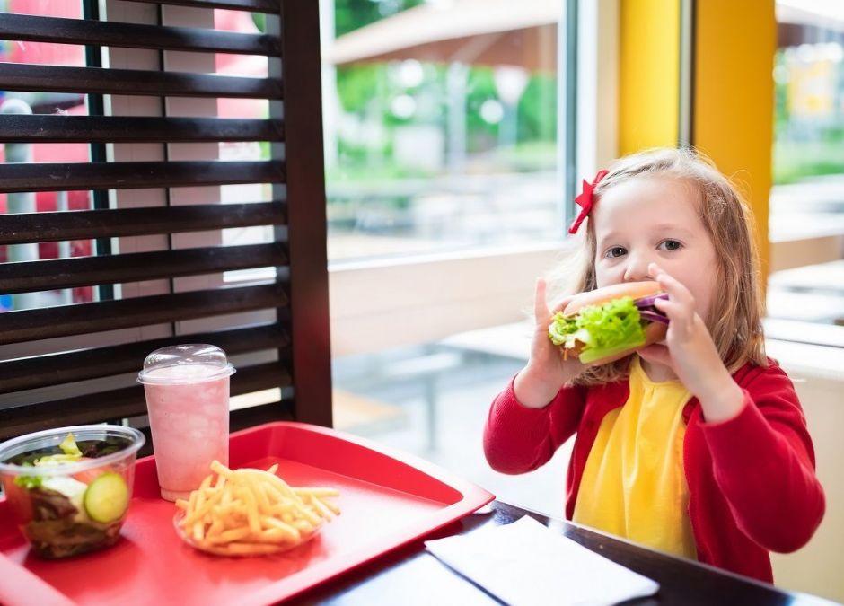 Zestawy Happy Meal z książką zamiast zabawki - nowość w McDonald's
