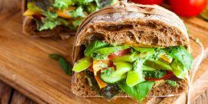 Zielona kanapka z warzywami