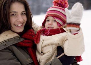 zima, mama, dziecko, śnieg, uśmich, zimowe ubranko
