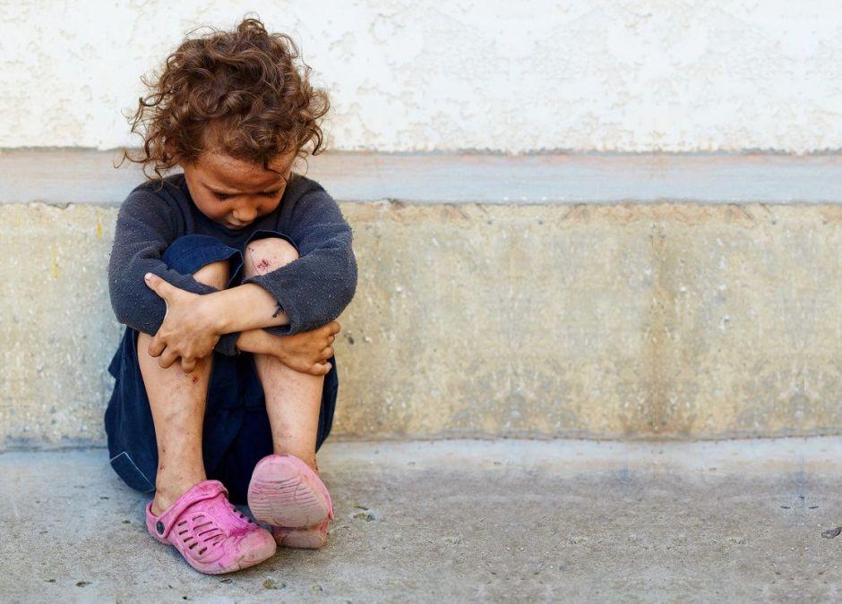 Złe warunki w dzieciństwie a problemy psychiczne w dorosłym życiu