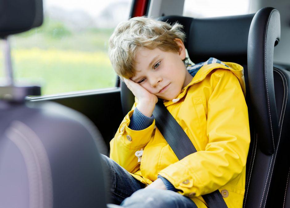 Zmęczony chłopiec