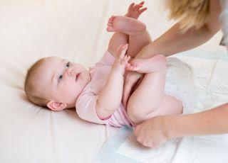 Zmiana pieluszki u niemowlaka