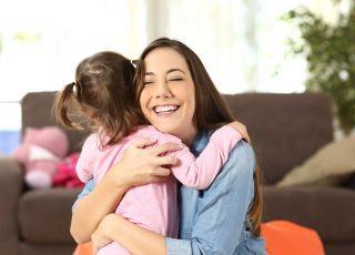 Zmuszanie dziecka do przytulania krewnych