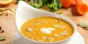 Zupa krem z marchewki i migdałów