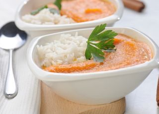 Zupa marchwiowo-pomarańczowa z ryżem - przepis na zupę