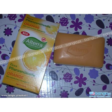 Alterra, Reine Pflanzenolseife Orange, Mydło z naturalnym olejkiem pomarańczowym marki Rossmann - zdjęcie nr 1 - Bangla